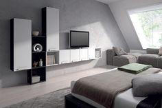 aprovechando el espacio, no todo son armarios en el dormitorio de matrimonio www.moblestatat.com horta guinardó barcelona