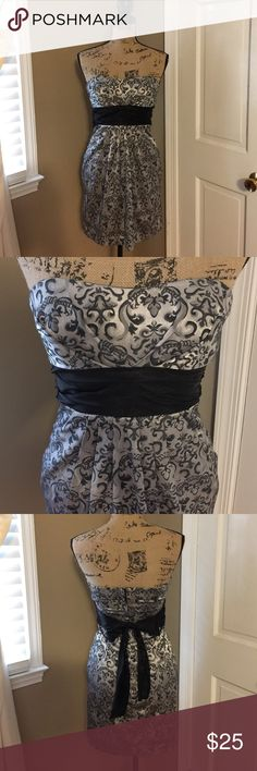 Speechless Party Dress 👗 Black and silver Party Dress. Hangs above knee. Size 1. Elegant black pattern over silky smooth silver material. Black around waist that ties in the back. Zippers in the back. Dress is by speechless. Strapless with a pleated look in the front. Excellent condition with no flaws. Only worn once. 🎉 Speechless Dresses Strapless