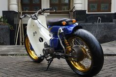 Ludwi's 1975 C90 from Indonesia