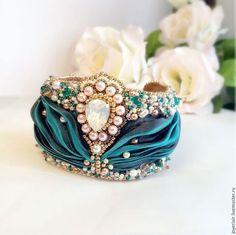 """Нарядный вышитый браслет """"La Perla"""" с лентой шибори от Ирины Кирсановой — работа дня на Ярмарке Мастеров. Магазин мастера: joyeriair.livemaster.ru #handmade #beautiful #beaded #bracelet #shibori #jewelry"""