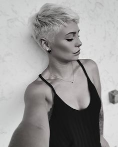 88 Gorgeous Pixie Haircuts for Older Women - Hairstyles Trends Funky Short Hair, Super Short Hair, Short Grey Hair, Girl Short Hair, Short Hair Styles, Undercut Hairstyles Women, Undercut Long Hair, Funky Hairstyles, Undercut Pixie
