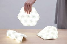 A Portable, Flexible Light That Helps You Find Things In Your Bag More Quickly - DesignTAXI.com
