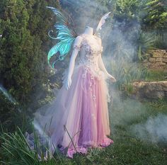 Every women have dream to look like a queen on her wedding day. Fantasy Designer and real life Fairy Godmother JoEllen Elam residing California… Pretty Dresses, Beautiful Dresses, Halloween Diy, Halloween Costumes, Halloween Wedding Dresses, Faerie Costume, Fantasias Halloween, Fantasy Gowns, Fairy Clothes