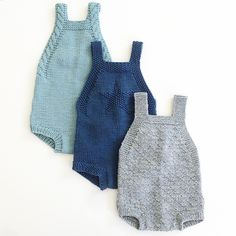 En oppskrift har blitt til tre forskjellige rompere. Knitting For Kids, Baby Knitting Patterns, Baby Patterns, Knitted Baby Clothes, Knitted Romper, Baby Boy Outfits, Kids Outfits, Baby Sweaters, Baby Dress