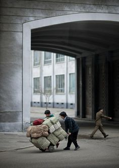 Hard life in the steets of Pyongyang - North Korea © Eric Lafforgue
