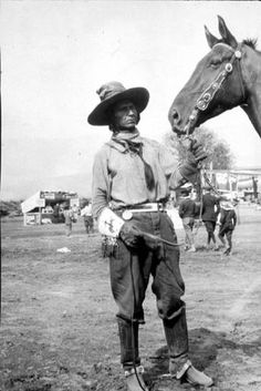 Jackson Sundown Cayuse bronc rider who won the Pendleton Round-up - 1916 Native American Photos, Native American Tribes, Native American History, Pendleton Round Up, Oregon, Black Cowboys, Horse Farms, Cowboy And Cowgirl, Historical Pictures