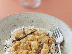 blanc de poulet, tomate, citron vert, oignon, ail, lait de coco, gingembre, noix de coco rapée, vanille, beurre, curry, poivre, Sel