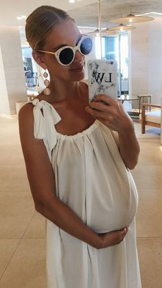 Pilates, Barre and Yoga workouts for a fit, healthy pregnancy. Cute Maternity Outfits, Stylish Maternity, Pregnancy Outfits, Maternity Wear, Maternity Dresses, Celebrity Maternity Fashion, Stylish Pregnancy, Maternity Styles, Maternity Swimwear