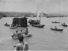 Several people in small boats, canoes and kayaks try to prevent sheriff's officers, from moving a houseboat moored near Sausalito. June 7, 1971. Photo: Art Frisch, The Chronicle
