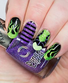 "definitelymeg: ""PANZ CHALLENGE: IT'S A KIND OF MAGIC This is my entry for the latest PANZ challenge, where we were given the option to do a mani based on either light magic or dark magic. Such a fun..."