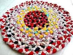 How to make a round Amish knot (toothbrush) rag rug - tutorial - YouTube