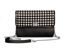 De Marquet - Night&Day: The Night&Day is a very versatile handbag with interchangeable covers that adapts to your style. This model features a black base and a houndstooth horsehair cover. Find your combination at www. Day Bag, Day For Night, Horse Hair, Chanel Boy Bag, Houndstooth, Gingham, Your Style, Shoulder Bag, Bags