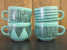 hand painted mugs.now if I could only find that color mugs. Cool idea for white mugs w/ color lines. Pottery Painting, Ceramic Painting, Crackpot Café, Hand Painted Mugs, Diy Mugs, Sharpie Art, Cute Mugs, Crafty Craft, To Go