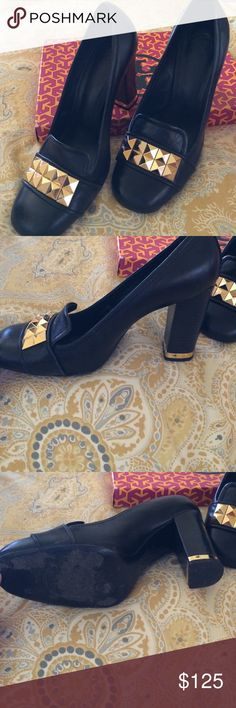 Tori burch shoes Tory Burch leather Lizzy pumps worn , but it was on the streets of SF so they are a little beat up on the soles, but are in otherwise perfect condition and are very comfortable! Tory Burch Shoes Heels