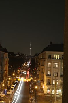 """In Berlin eine Unterkunft zu finden, die in das Budget passt, Logistisch perfekt liegt, nicht zu laut ist und auch noch sauber und für mich als """"Mittelalter"""" noch angenehm ist -  A&O Hostel/Hotel Berlin Friedrichshain können jung und alt, Schulklassen, Reisegruppen und Familie unter einem Dach übernachten und du wirst es nicht glauben, keiner fühlt sich vom anderen gestört."""