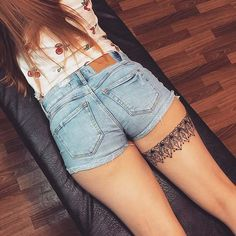 Ornamental Garter Tattoo Idea ideen oberschenkel 23 Back of Thigh Tattoo Ideas for Women Thigh Garter Tattoo, Tattoo Calf, Thigh Band Tattoo, Lace Garter Tattoos, Tigh Tattoo, Thigh Tattoo Quotes, Lace Tattoo, Back Thigh Tattoo, Tattoo Pierna Mujer