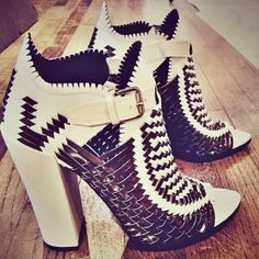 Proenza Schouler basket weave sandals... A #preo #mustown if there ever was one...