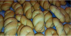 Αφράτα και μαλακά νηστίσιμα κουλουράκια!!! Δεν θα πιστεύετε το πόσο μαλακά κα αφράτα είναι αυτά τα κουλουράκια! Και είναι νηστίσιμα με λάδι! ΥΛΙΚΑ 250 γρ.σπορέλαιο ή ελαιόλαδο ελαφρύ 250 γρ.ζάχαρη 250 γρ.χυμό φρέσκου πορτοκαλιού 900 γρ.αλεύρι γ.ο.χ 1 φακελάκι μπέικιν 1 κ.γ σόδα 1/2 κ.γ αλάτι 4 βανίλιες ξύσμα 1 πορτοκαλιού ΕΚΤΕΛΕΣΗ -Ρίχνω σε ένα […] Bagel, Biscotti, Sweet Tooth, Deserts, Bread, Vegetables, Cookies, Food, Fine Dining
