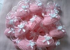 recuerdos tejidos para bautizo de niña Love Crochet, Beautiful Crochet, Crochet Flowers, Knit Crochet, Crochet Designs, Crochet Patterns, Crochet Barbie Clothes, Crochet Decoration, Crochet Purses