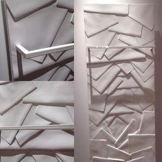 EDO Bain :  se rapprocher de soi. Un design d'esprit japonais et contemporain.  Exclusif et de petite taille, le sèche-serviettes EDO bain 130 apporte une touche artistique & minérale unique associée à une chaleur au confort exceptionnel.