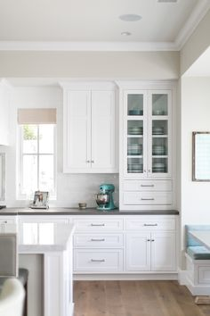 California Cape Cod Home Design - Home Bunch Interior Design Ideas Kitchen Cabinet Layout, Kitchen Redo, New Kitchen, Kitchen Cabinets, Cape Cod Kitchen, Kitchen Cabinet Door Styles, Corner Cabinets, Kitchen Appliances, White Cabinets