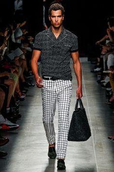Sfilata Bottega Veneta Milano Moda Uomo Primavera Estate 2014 - Vogue. Those pants!