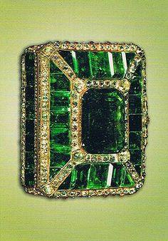مرصع کاری یا جواهر نگاری . مرصع به معنی آنچه باجواهرتزئین شده باشد، است. هنر مرصع کاری عبارت است از نشاندن جواهر بر روی ظروف، زیور آلات و اشیاء تزئینی دیگر. از هزاران سال پیش ساخت زیور آلات و یا ظروف تزئینی و نشاندننگینبر روی آنها در ایران رایج بوده است. آثاری چون جامها، کاسهها و زیور آلاتی جواهر نشان که مربوط به دورههایهخامنشیان،اشکانیان،ساسانیانو ... میباشد .