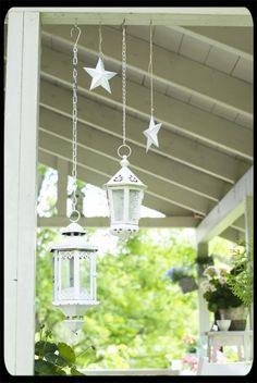 White lanterns and stars hanging from the porch ceiling ~ lovely! Outdoor Lighting Landscape, Backyard Lighting, Porch Lighting, Outdoor Decor, Lighting Ideas, Hanging Stars, Hanging Lanterns, Things To Hang From Ceiling, Porch Ceiling