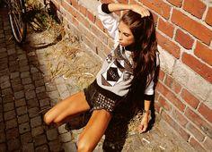 Carolina Roxy wearing Wolf Sweater from JULJA Roxy, Shirt Dress, T Shirt, Sweaters, How To Wear, Dresses, Fashion, Gowns, Moda