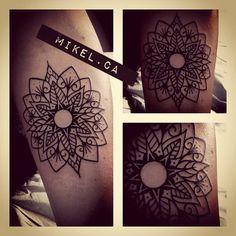 """Follow The Colours > Traduzindo do Sânscrito, Mandala significa: मंड """"essência"""" + ल """"ter"""" ou """"conter"""". Hoje no #tattoofriday, alguns bons motivos para ter o seu próprio círculo de energia. Mandala Tattoo http://shar.es/cdOPy"""