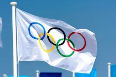 """La Bandera Olímpica; autoría  Pierre de Coubertín, francés fundador en 1894 del Comité Olímpico Internacional (COI). Es presentada en agosto de 1913 en la publicación """"Revue Olympique""""; luego fue el emblema del Congreso Olímpico de París de 1914; donde se adopta oficialmente cómo bandera y símbolo oficial; entrenándose en los Juegos Olímpicos de Amberes en 1920. Su significado expresa la actividad del movimiento Olímpico, la unión de los 5 continentes y la reunión de atletas de todo el…"""