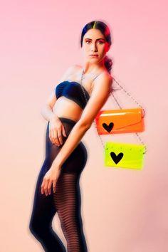 Los clutch de Irdia son ideales para el dress code Color Victim!