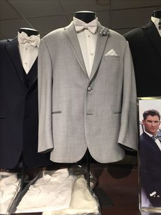 1105e53c1df7 This is the tux the bridesmen will wear