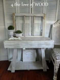 Once again I am inspired. Who would have thought an ammo box could be this cool! I have to start looking at the things around our home differently! 4 the love of wood:  ammo box console table