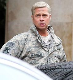 Brad Pitt é visto de cabelos grisalhos no set do filme 'War Machine'