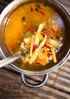 All summer long this yellow beans broth, or soup, is omnipresent on all Romanian tables. A simple tasty dish, where meat is optional but veg are plenty. Romanian Food, Smoked Bacon, Bean Soup, Popular Recipes, Fresh Herbs, Cherry Tomatoes, Tasty Dishes, Stew, Beans