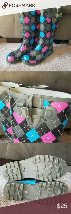 Tall Argyle Rain Boots! Tall gray rain boots with pink, blue, black and white argyle pattern. Adjustable strap at the top of each to tighten or loosen around calves. Size 8 but run large and fits more like 8 1/2 or 9. Only worn a couple times and like new! Puddles Shoes Winter & Rain Boots