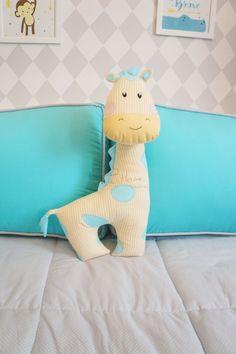 Kit de berço tema selva moderno e colorido. Almofada Toy girafa. Estampa azul tiffany - Tree House Baby & Kids