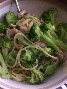 Vegan brocolli, bean and pesto Warm pasta salad