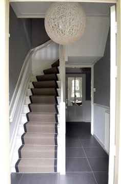 Nice runner on the stairs. Love Your Home, My Dream Home, Interior Stairs, Interior Architecture, Small Space Interior Design, Street House, House Stairs, Home Deco, Home And Living