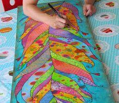 Aquí terminando de pintar un cuadro de Scrap, con los últimos retoques. Tiene un tamaño de 140 x 40 cm. Hecho con técnicas de collage y mix...