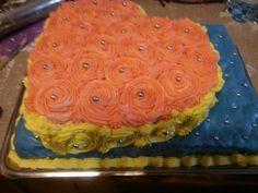 Tort dwupiętrowy. Serce z kwiatów na pikowanej poduszce
