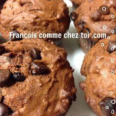 Pour ces soirs où on a un petit goût de sucré, voici des muffins décadents qui réservent une petite surprise aux petits et aux grands enfants! Dans un premier bol, mélangez les ingrédients secs sui...