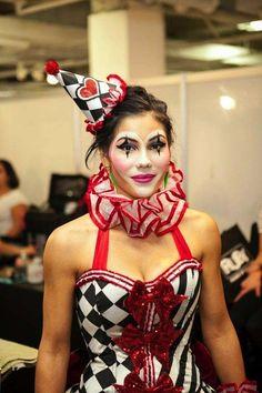 Juggling With Kids: Clowning Around: Clown Costume Clown Costume Women, Jester Costume, Costumes For Women, Halloween Makeup Clown, Maquillage Halloween, Halloween Costumes, Cute Clown Makeup, Vintage Circus Costume, Vintage Clown