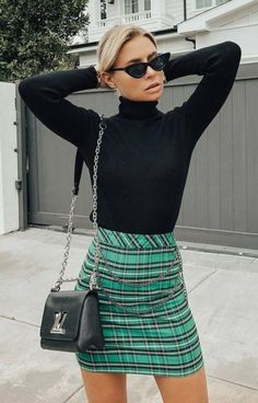 30 Fantastic Casual Outfit Ideas for Fall Cool Outfit Black High Neck Top Plus Green Skirt Plus Bag. Street Style Outfits, Mode Outfits, Fashion Outfits, Fashion Trends, Womens Fashion, Office Outfits, Green Plaid Skirt, Plaid Skirts, Women's Skirts