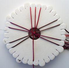 Spiral braid with 12 threads   Spiralfletting med 12 tråder    Du trenger til et armbånd:  2 tråder, ca. 1,20 m lange (dette er randfargen)...