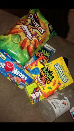 Snack Foods No Calories a Best Snack Food Places N Sleepover Snacks, Night Snacks, Girl Sleepover, Sleepover Party, Party Party, Party Ideas, Junk Food Snacks, Food Goals, Food Places