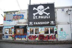 St Pauli FC Fans / Hamburg / not old trafford The Good Son, Son Love, Girls In Love, Fc St Pauli, Sir Alex Ferguson, Celtic Fc, Hamburg Germany, Walking Alone, Old Trafford