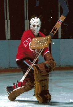 Not sure the man behind the mask is, playin' for Cleveland Barons Hockey Helmet, Hockey Goalie, Hockey Players, Stars Hockey, Goalie Mask, Best Masks, Toronto Maple Leafs, Sports Pictures, Baron