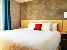 reisetips og reiseinspirasjon: Red Lion Inn & Suites Brooklyn - New York - USA Red Lion Inn, Brooklyn New York, Travel Tips, Nyc, Furniture, Home Decor, Decoration Home, Travel Advice, Home Furnishings